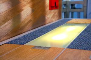 canali filo pavimento illuminato