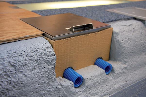 impianto elettrico con torretta a pavimento con scatola di derivazione woertz e torrette a scomparsa